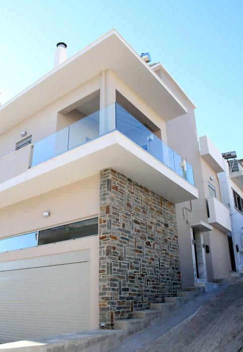 Ανακαίνιση τριώροφου κτίσματος σε μονοκατοικία